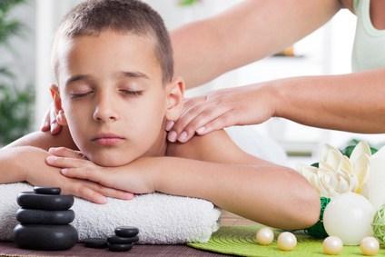 Massage relaxant enfant fotolia 57435320 xs 1